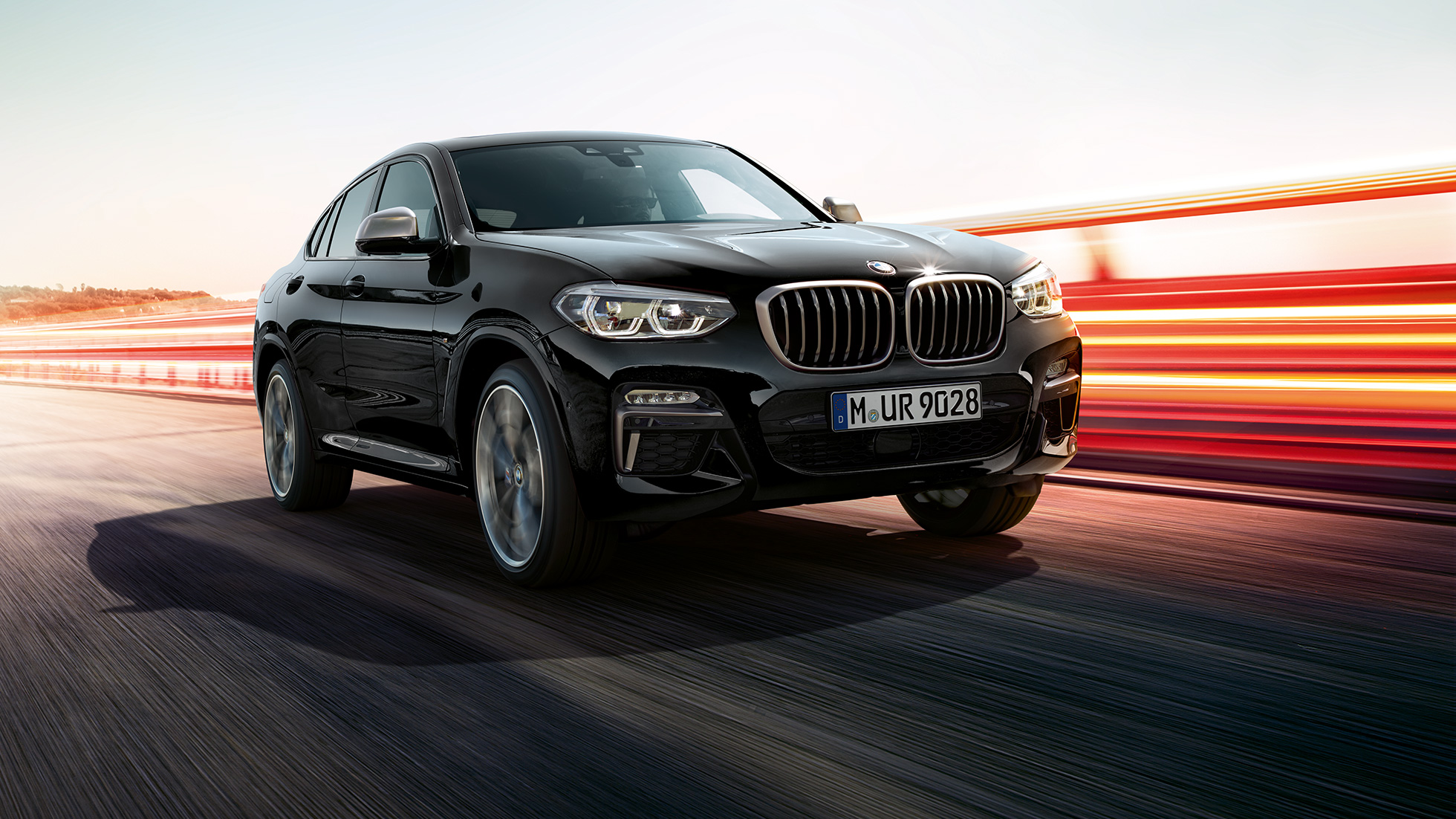 BMW X4 M40i and BMW X4 M40d in Black Sapphire metallic, exterior, three-quarter front view, left side with light strips.